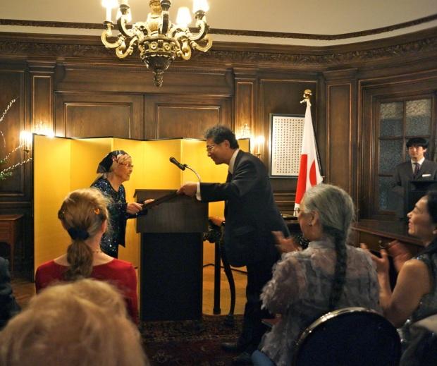 Yuriko-receives-award