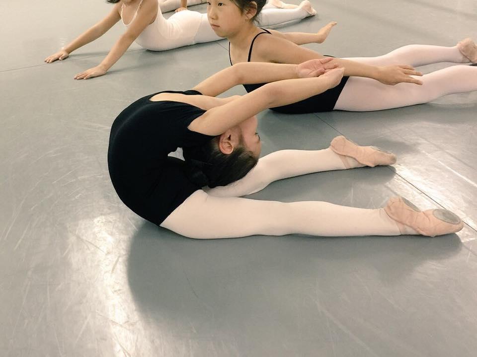 Japanese flexible girl-1210